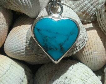 925 Sterling Silver small heart shape pendant with TURQUOISE.dimension is 20 cm by 20 cm weight is 5.5 grams.