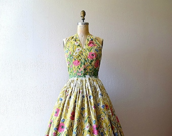 1950s halter dress . vintage 50s border print dress