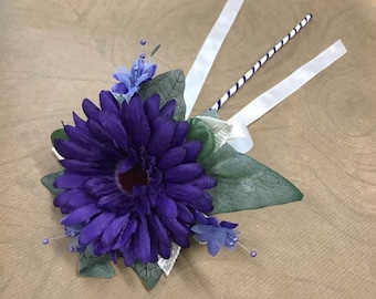 Gerbera bridesmaid wand with pearlescent leaves
