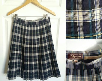 Aljean from Alaska wool school girl pleated knee length skirt size small