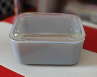 McKee Gray Refrigerator dish with lid, small