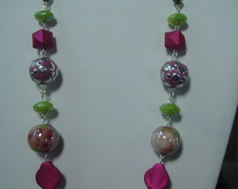 Beaded necklace with silvertone chain