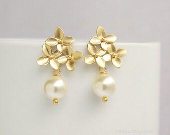 Bridal earrings pearl, flower blossom earrings, wedding earrings dangle, white cream pearl earrings, bridesmaid earrings, delicate earrings