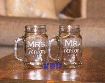 Etched Mr and Mrs Mason Jar Set / Wedding Mason Jar Set