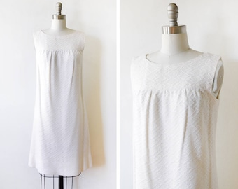 60s white crochet dress, vintage 1960s mod mini dress, a-line shift sundress dress, small s