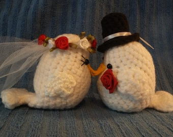 Crochet Two White Wedding Lovebirds Red and White Rose Veil Black Top Hat Red Rose Boutonniere Inexpensive Wedding Shower Gift Free Shipping
