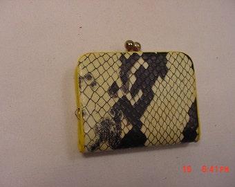 Vintage Plastic Faux Snake Skin Change Coin Purse  17 - 354