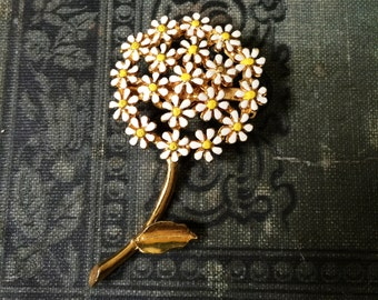 Vintage Gold Tone Metal Daisy Bunch Bouquet  White and Yellow Sunny and Bright Brooch