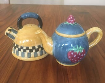 Vintage SAKURA CHINA Salt and Pepper Shakers/Cottage Chic/Ceramic/Handpainted/Teapot and Kettle