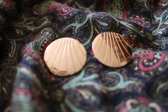 Gold Deco Studs | vintage 80s 90s gold disc big earrings jewelry kitsch hipster shell design circle