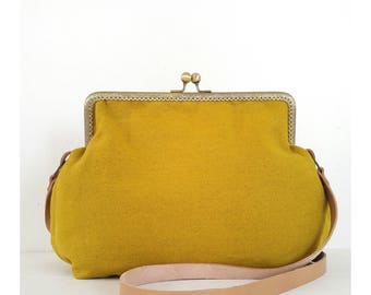 CLAC-Vintage Click Bag in fabric, handmade. Retro style shoulder bag with snap closure.