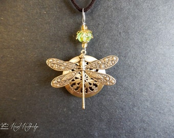 Round Locket Aromatherapy Essential Oil Perfume Diffuser Necklace w/ Dragonfly