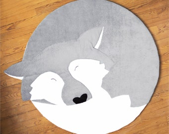 The large Gray Wolf flannel rug