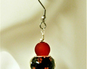 Red and black paw print earrings - E0215-001