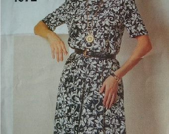 Misses Misses Petite Dress in Sizes 6-8-10-12-14 See & Sew by Butterick Pattern 4072 Rated Very EASY to Sew - UNCUT Pattern 1995