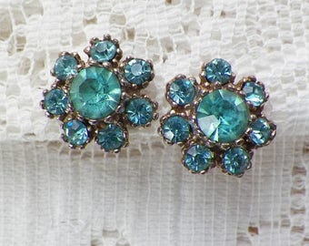 Vintage Aqua Rhinestone Signed Daco Screw Back Earrings, Sparkling Icy Aqua Blue Rhinestones, Gold Tone Metal, Flower Shaped, Flowers