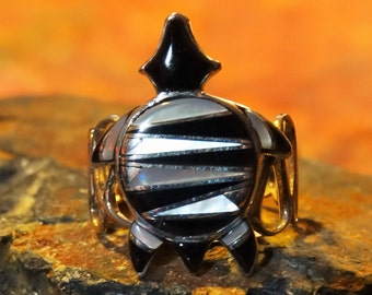 Unsigned Inlay Turtle Ring sz9 Black Onyx Mother Of Pearl and 925 Sterling Silver