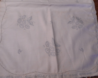 VIntage Linen Runner / Dresser Scarf, Daisies,  Stamped for Embroidery