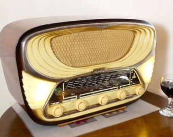 Bluetooth speaker system Art Deco 1953 - Familial Radio model Stormy 639 with FM radio and Aux inputs. Art Deco Classic!