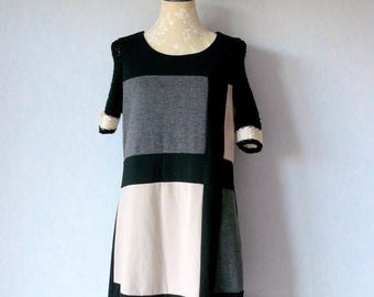 Promotion - Recycled, Vintage 1970s dress style dress courrège large Plaid gray black white, black and off-white wool knitted sleeves