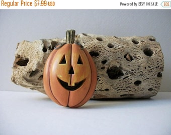 ON SALE Vintage Over Sized Very Thick Resin Carved Scary Paumpkin Pin 5817