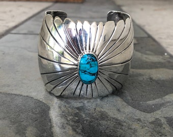 Navajo Vintage Cuff Bracelet,  Sterling Silver with Turquoise Stone - Like a flower,  Native American Indian Jewelry,