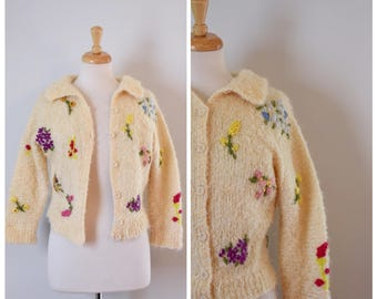 Vintage Sweater / Vintage 50s Sweater / 50s Cardigan Sweater / Embroidered Sweater / Fuzzy Knit Sweater / Rockabilly Sweater / Size Small