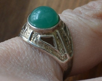 Beautiful antique sterling silver jugendstil style art noveau ring with green chrysoprase glass stone