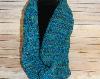 Hand Knit Basket Weave Infinity Cowl / Bulky Knit / Circle Scarf in Skyline Turquoise