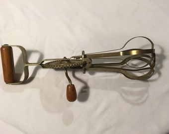 Vintage Ekco High Speed Beater with Wooden Handles c. 1939 Patent Applied For Made in the USA, Chicago 39