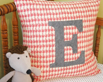 Pillow Cover - custom/personalized monogrammed pillow cover, letter e, 20x20, dusty rose houndstooth, any letter/colour available
