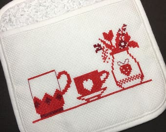 A potholder in red.