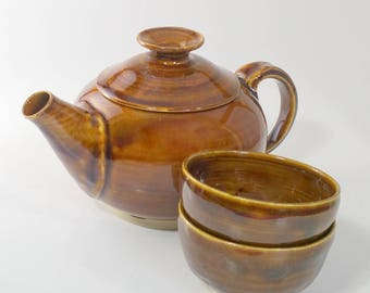 Amber Teapot with Two Cups - Wheel Thrown & Altered Pottery - Pot holds 20 ounces and the cups hold 4 ounces each.