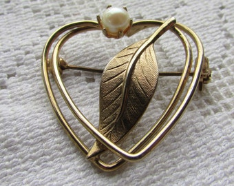 vintage heart with cultured?  pearl valentine pin brooch early 60's classic