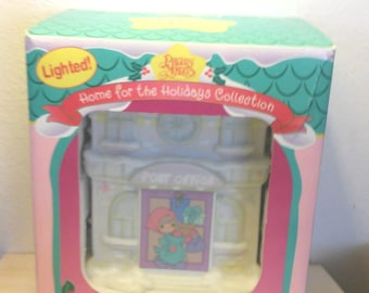 Precious Moments-Home For The Holidays Collection-Lighted Post Office-New