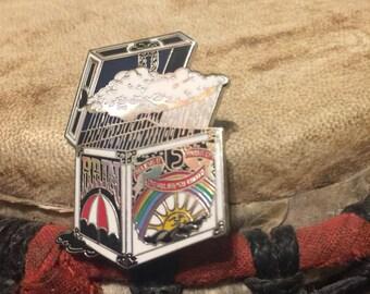 Rain box hat pin