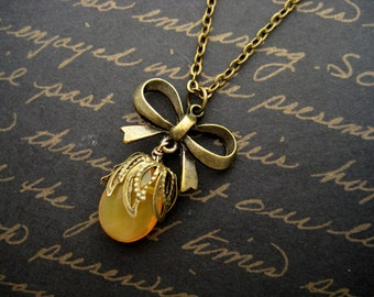 cecilia - yellow jade vintage style bow necklace