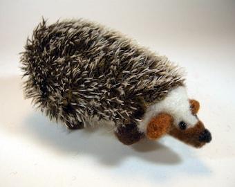 Needle felted hedgehog/cute hedgehog/felted hedgehog/hedgehog ornament/miniature hedgehog/realistic hedgehog/wool hedgehog/Steiff mohair