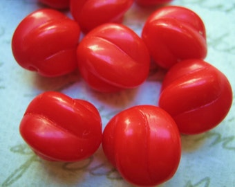 VIntage beads red glass West German 12mm opaque matte lipstick red (8)