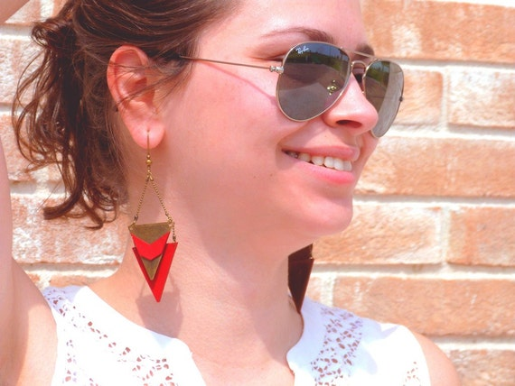 "CHEYENNE red Chevron metal triangle earring / leather - Collection ""Indian summer"""