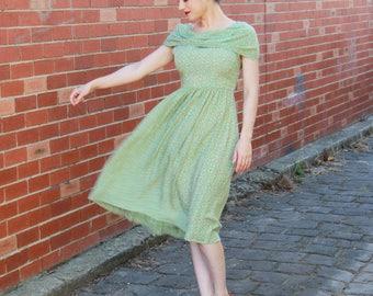 Vintage 1940s Green Daisy Floral Print Rayon Dress / 40s Rayon Dress / Green Floral Dress / S