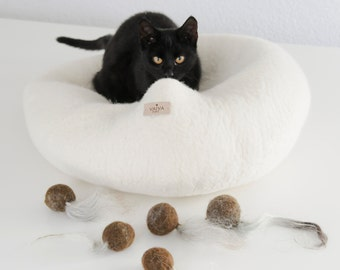 Kitty Chase Toy / Natural Cat Toy / Felt Ball / Boiled Wool Ball