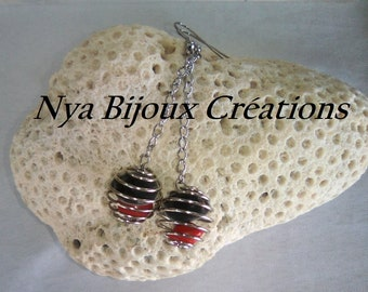 Original earrings with natural seeds
