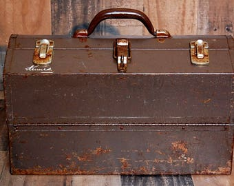 Vintage Kennedy Cantilever Toolbox, machinist metal toolbox, many compartments, three latches, one locking latch, great vintage patina