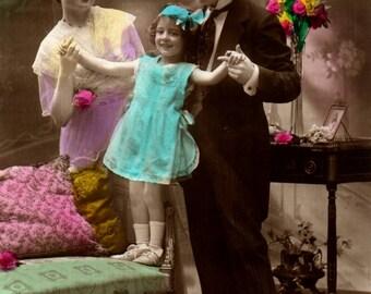 C249 - Vintage postcard family group.