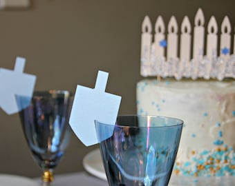 Hanukkah decorations: Dreidel place card for wine glass | 6 Hanukkah light blue name tags | Jewish holiday decoration and  table setting