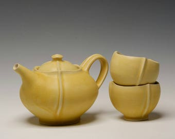 Matte yellow tea set