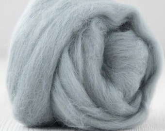 Merino Wool Roving / Combed Top / in DHG Wolf