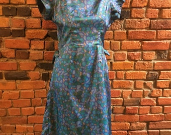 1950s Blue Dress with Short Sleeves, Pleated Skirt and Zip-up Back with Side Bow Details 1964