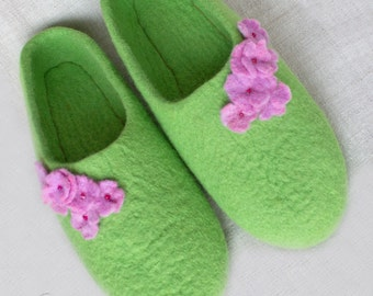 Mothers day gift, Green felted slippers, felted woman shoes, sheep wool indoor feminine shoes, gift for her, homey warm slippers, green
